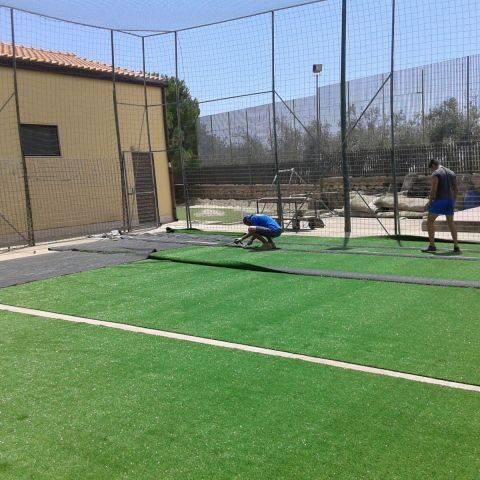 Fondo in erba sintetica (Modica, Sicilia)
