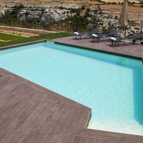 Vasca poligonale con solarium (Cava d'Ispica, Ragusa)