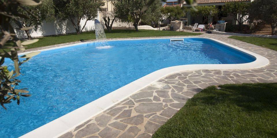 Realizzazione piscine interrate in cemento armato in - Piscine di rosa ...