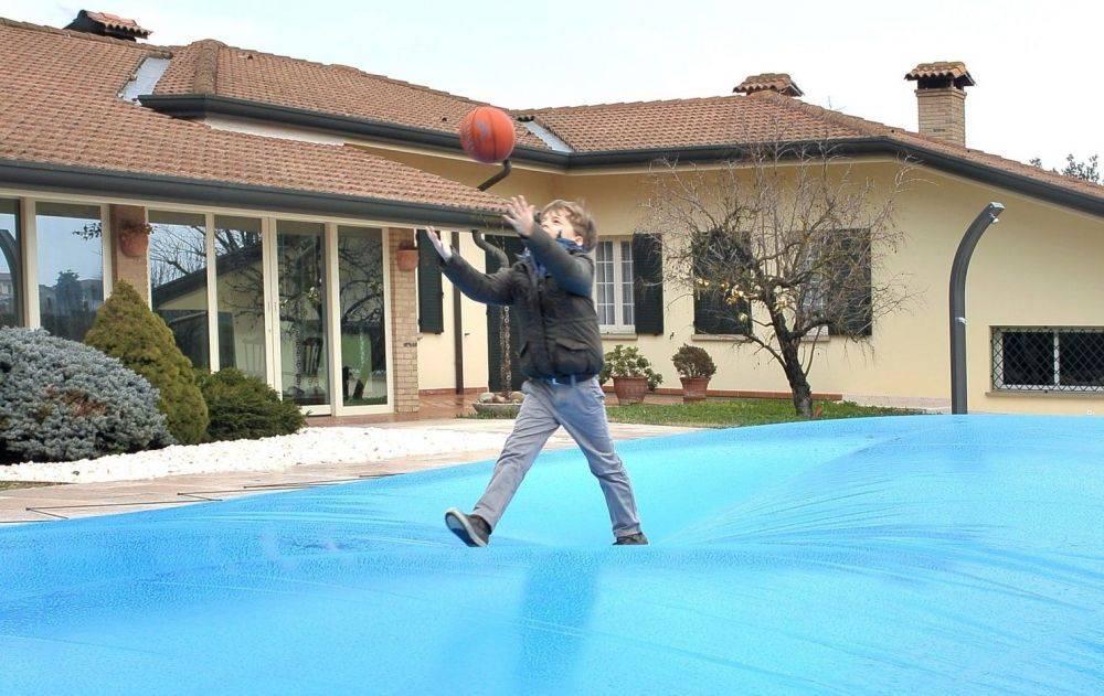 Copertura invernale di sicurezza airtex perfettamente for Coperture invernali per piscine fuori terra intex