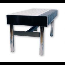 Comoda seduta in acciaio inox con predisposizione immissione aria, seduta con doghe di PVC azzurro e angoli blu.