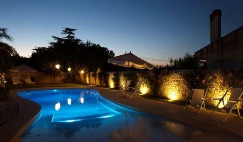 Illuminazione piscina fari luci a led per spa centri - Strisce led per bordo piscina ...